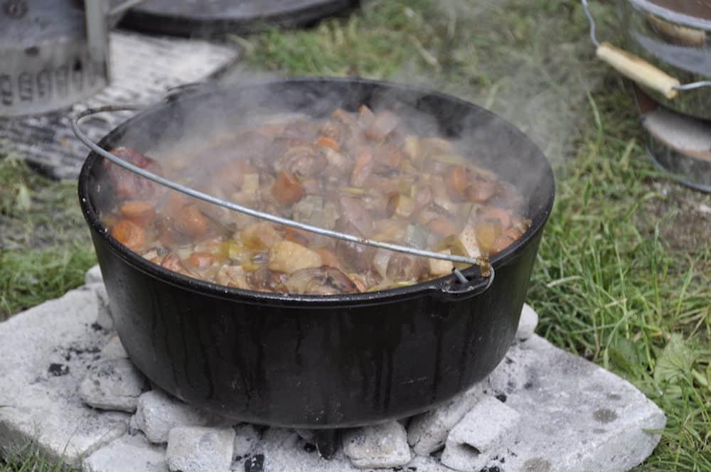 Dutch Oven mit Eintopf